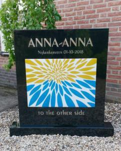 Foto grafmonument  AnnaAnna 'To the other side'