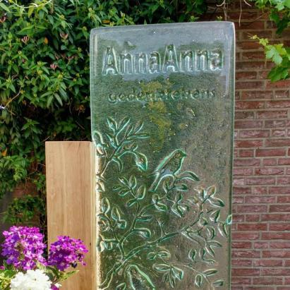 Gesmolten gedenkteken van atelier AnnaAnna